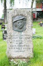 Magnus Dagestad, gravstein