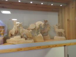 Kolbein Hommedal - Utskorne dyre- og menneskefigurar